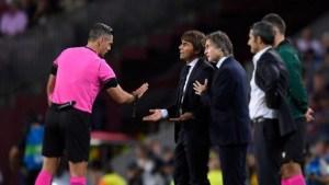 Antonio Conte e Lele Oriali, faccia a faccia con l'arbitro Skomina