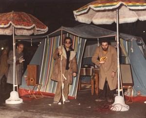 Uno stand di Radio Bim durante la Festa di S.Apollonia. Al centro un giovanissimo Tito Savini