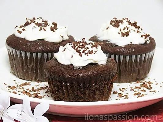 Moist Chocolate Banana Muffins I ilonaspassion.com