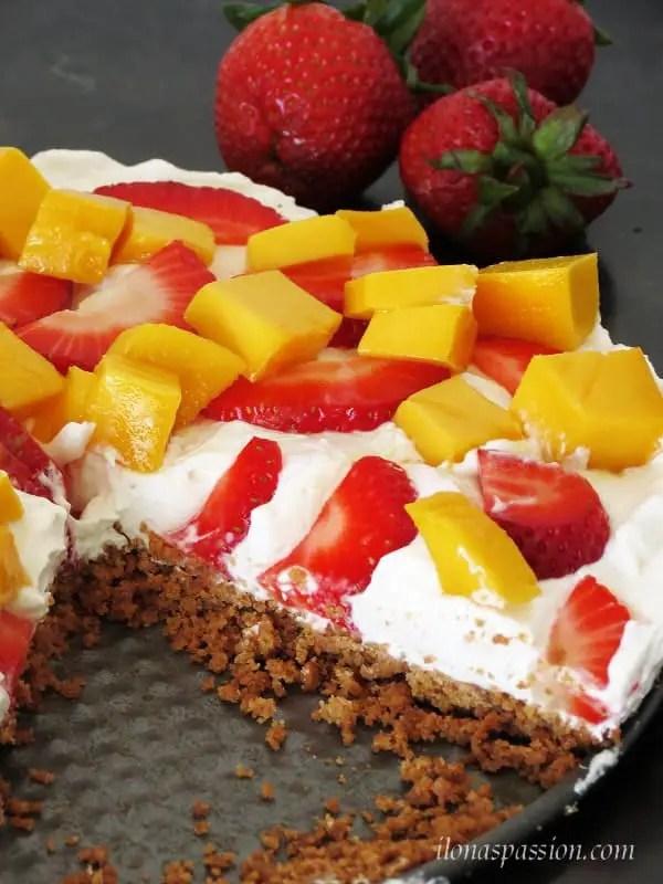 Healthy Greek Yogurt Fruit Pizza by ilonaspassion.com