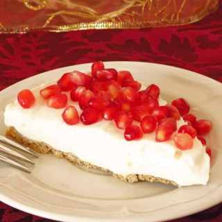 Healthy Pomegranate Yogurt Pie by ilonaspassion.com