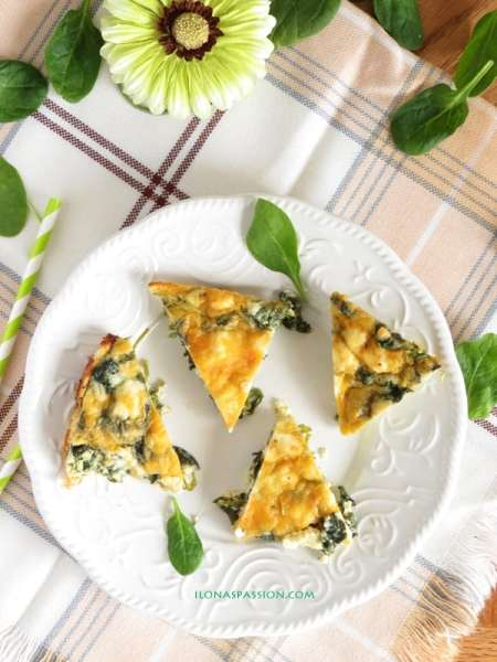 Healthy Feta Spinach Quiche is great for breakfast or brunch. Made with three types of cheese by ilonaspassion.com