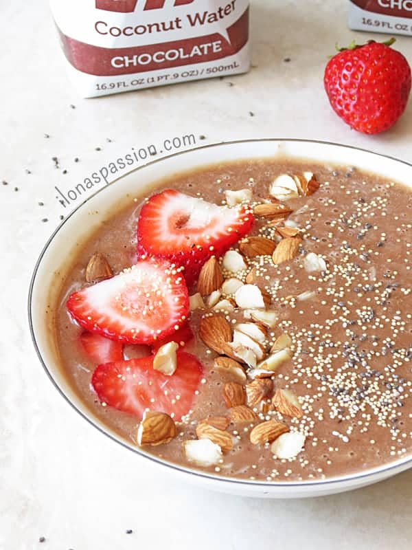 Chocolate Almond Butter Smoothie Bowl by ilonaspassion.com #smoothiebowl #almondbutter #chocolate #smoothie
