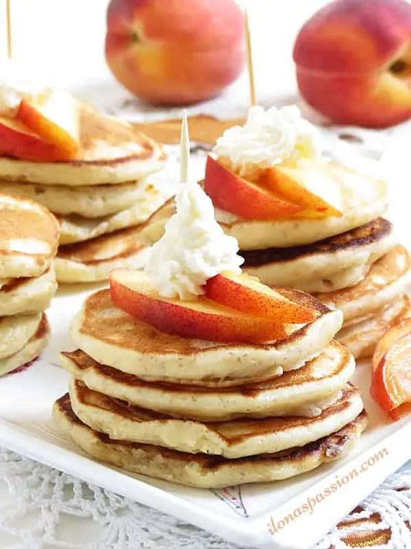 Peaches and Cream Mini Pancakes by ilonaspassion.com #pancakes #peachesandcream #teaparty