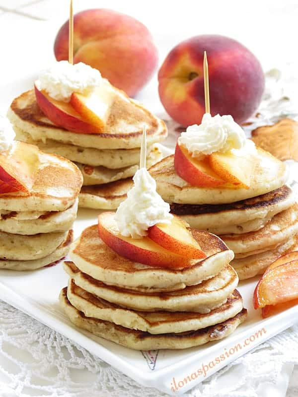 Peaches and Cream Mini Pancakes by ilonaspassion.com #pancakes #peachesandcream #teaparty