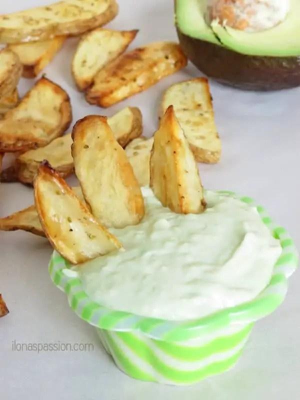 Baked Potato Fries with Avocado Aioli by ilonaspassion.com #baked #potatofries #avocadoaioli #aioli