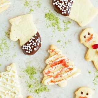 Easy Tutorial on How to make the Best Christmas Sugar Cookies by ilonaspassion.com @ilonaspassion