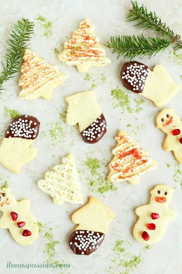 Easy Tutorial on How to make the Best Christmas Sugar Cookies by ilonaspassion.com @ilonaspassion