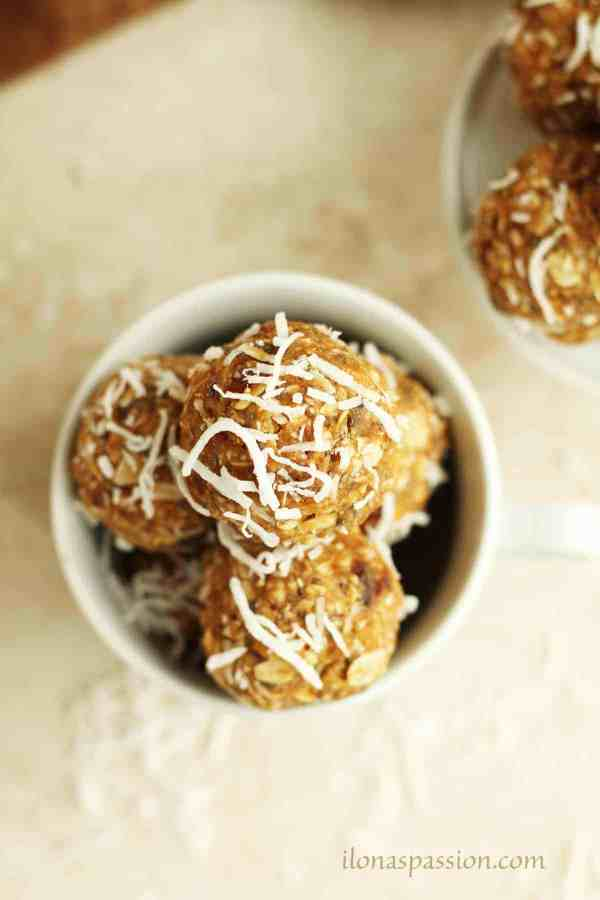 Peanut Butter Coconut Energy Balls - Healthy energy balls recipe made with peanut butter, coconut flakes, dates and chia seeds. These mini bites are perfect for breakfast or snack. Vegan, vegetarian by ilonaspassion.com I @ilonaspassion