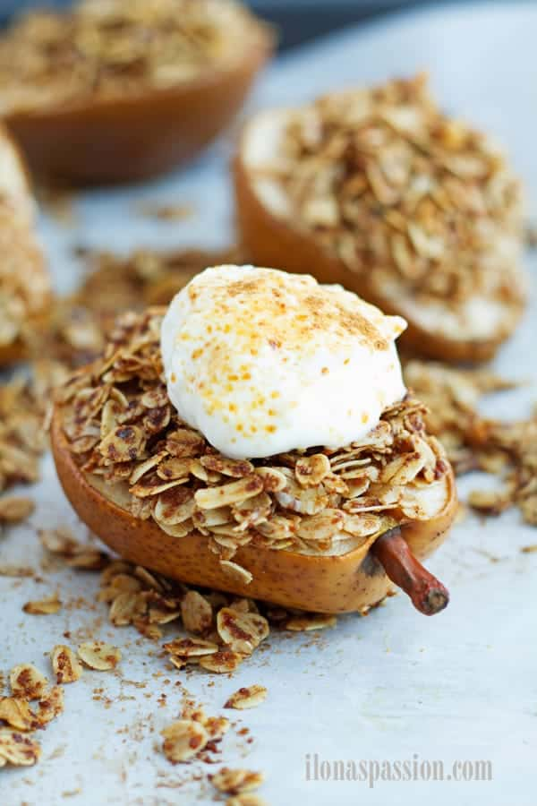 Baked pear with oats and greek yogurt.