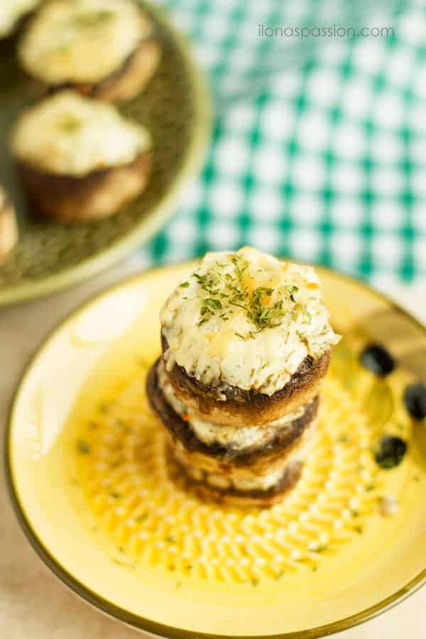 Dill, Parmesan and Cream Cheese Stuffed Mushrooms - Greek yogurt cream cheese stuffed mushrooms with fresh dill and shredded parmesan. These little mushrooms are perfect appetizer food for parties! by ilonaspassion.com I @ilonaspassion