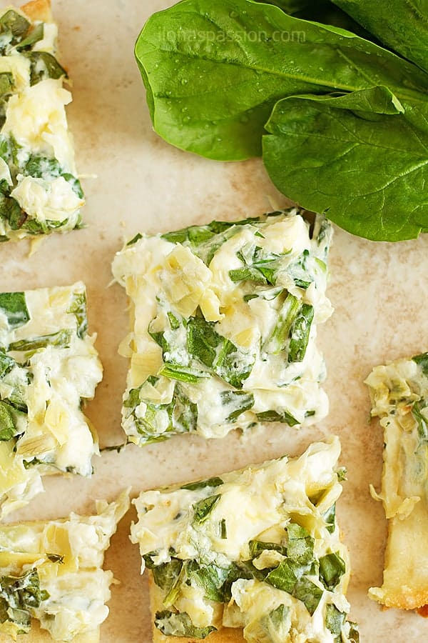 Artichoke Spinach Dip Flatbread- Great for parties artichoke spinach dip recipe served on flatbread. Easy, quick to make and amazing artichoke spinach dip with cream cheese that everyone will love! Vegetarian. by ilonaspassion.com I @ilonaspassion