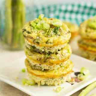 Scrambled egg muffin cups are so quick to make and this recipe is perfect for appetizer by ilonaspassion.com I @ilonaspassion