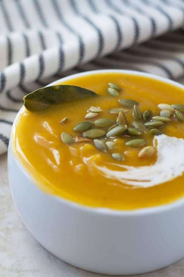 Healthy butternut soup made from scratch with baked squash by ilonaspassion.com I @ilonaspassion