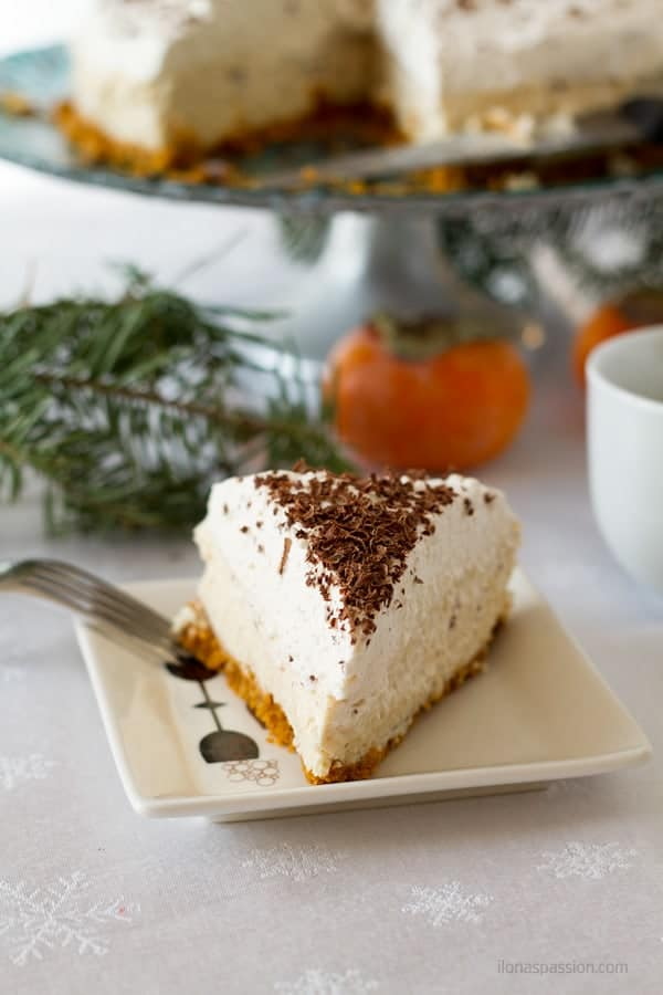 Easy to make eggnog cheesecake with lots of nutmeg spice by ilonaspassion.com I @ilonaspassion