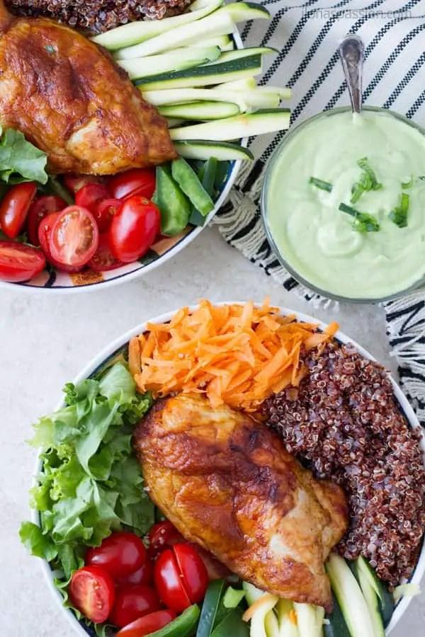 Buddha bowl quinoa with marinated chicken breast and vegan avocado dressing by ilonaspassion.com I @ilonaspassion