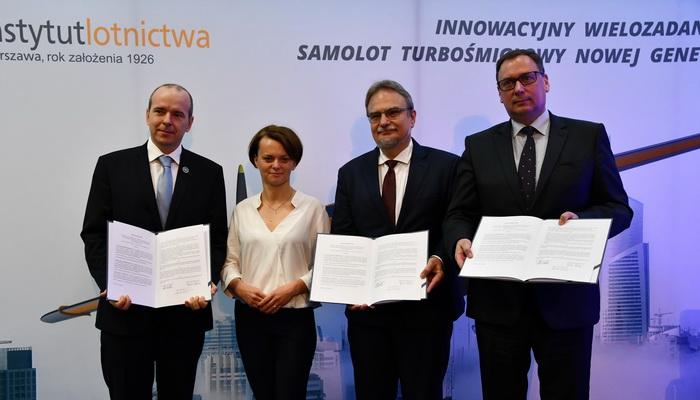 Podpisanie listu intencyjnego w sprawie budowy samolotu ILX-34     Signing a letter of intent on the construction of the ILX-34 aircraft
