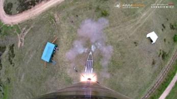 Ujęcie zkamery pokładowej - opuszczenie wyrzutni startowej przezrakietę. | Caption from the on-board camera. ILR-33 AMBER leaving the launchpad.