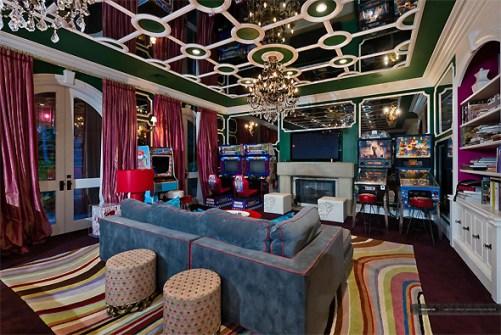 O detalhe da sala de jogos mostra a paixão de Christina por arcades