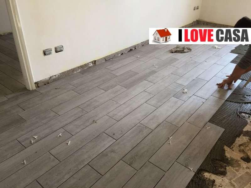 Quale pavimento scegliere per ristrutturare casa Gres effetto legno o parquet