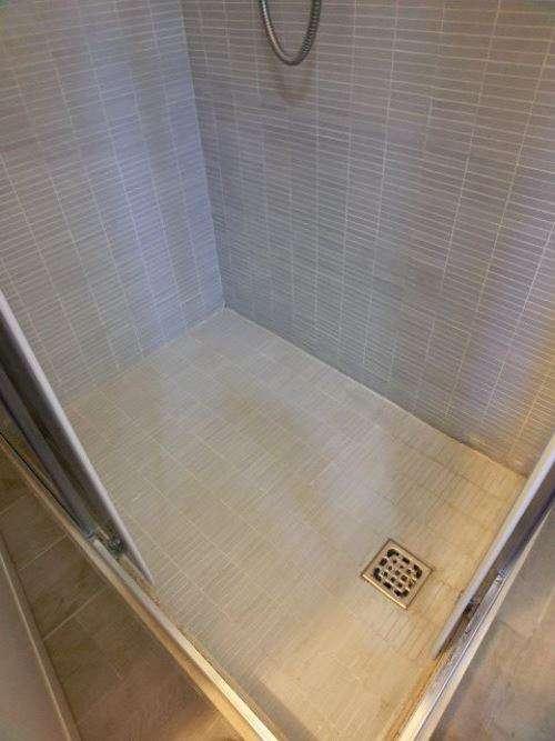 Come pulire piatto doccia mosaico fughe bianche pavimento piastrelle
