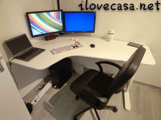 Scrivanie ikea soluzioni pratiche per le camerette dei giovani. Postazione Pc Scrivania Poltrona Ikea E Supporto Multi Monitor Da Tavolo I Love Casa