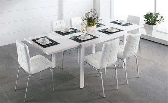 Tavolo allungabile e sedie moderne da mettere in soggiorno