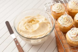 how_to_make_a_simple_buttercream; buttercream_recipe_I_love_cooking; cupcake_frosting; cake_frosting