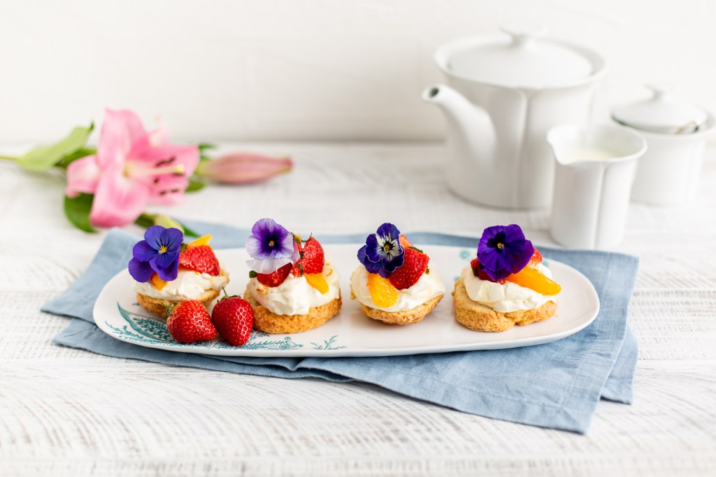 Buttermilk scones with Pimms marinated strawberries