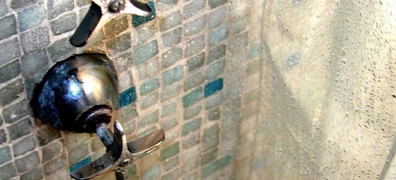 Detox tip voor een detox kuur: neem eens een wisselbad onder de douche. Hier 5 redenen om koud te douchen. Heerlijk gezond verfrissend en voor een strakke kont!