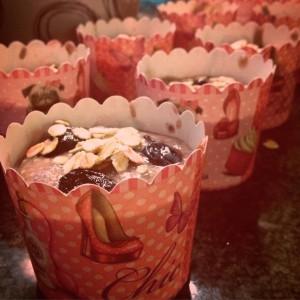 Suikervrij vegan recept voor fruitige detox muffins met havermout. Gezond, vol vezels, leuk als traktatie f makkelijke lunch!
