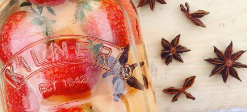 Detox water recept met meloen aardbei en steranijs. Verfrissend fruitwater tijdens sport! Ideaal tijdens een detox kuur, dieet of afvallen.
