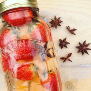 Detox water recept met meloen aardbei en steranijs. Verfrissend fruitwater tijdens sport! Makkelijk en gezond alternatief tijdens een detox kuur, dieet of afvalkuur.