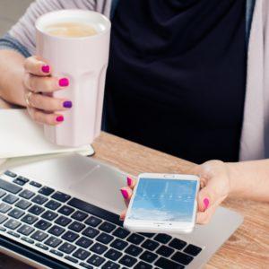 Digital detox. Wil je loskomen van je smartphone, even offline zijn en weg van j verslaving komen? Een digitale detox kan een oplossing zijn om weer met mindfullness, energie en concentratie je dag door te komen!