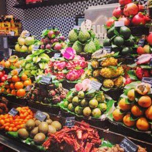 frisse zomer detox salade. Gezond, makkelijk en snel klaar te maken en boordevol voedingsstoffen door alle kleuren die in deze maaltijd verwerkt zitten. Kleuren voeding is ontzetten gezond!