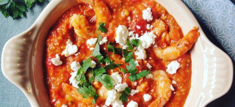 Grieks hoofdgerecht shrimp saganaki: garnalen in tomaten feta saus. Een van mijn favoriete Griekse recept uit Griekenland. Gezond, makkelijk en snel klaar te maken. Prima tijdens dieet, afvallen of detoxkuur.