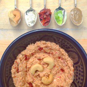 Zongedroogde tomaten spread: Vegan broodbeleg. Ideaal voor je rijstwafel of zelfgemaakte glutenvrije brood. Voor meer detox recepten zie de site of benader je detoxcoach.