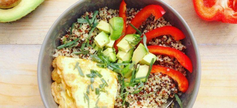 Detox Lunch voor onderweg? Probeer deze meeneem detox lunch met quinoa omelet en avocado