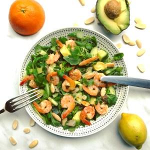 Detox recept voor een warme zomeravond: frisse groene zomer salade met garnalen avocado en citrusfruit