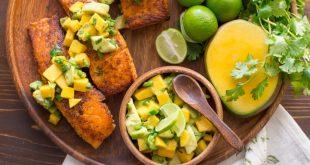 Salmone grigliato con dadolata di mango e avocado
