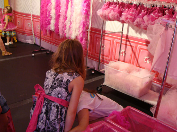 Barbie runway fashion room