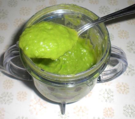 peas-on-spoon