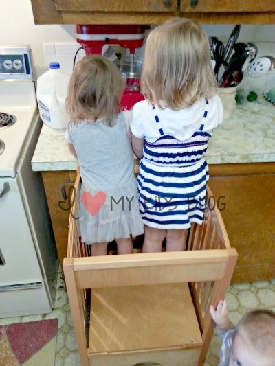kitchen-girl-helpers
