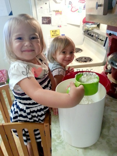 kitchen-helpers-flour