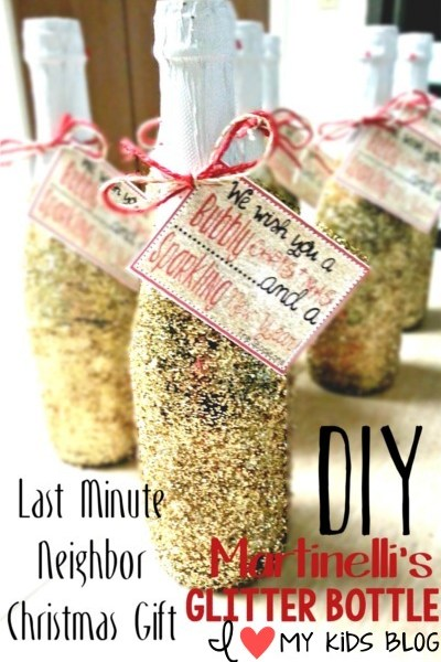 Last minute Christmas gift for your neighbors! DIY Martinelli's glitter bottle with FREE PRINTABLE!