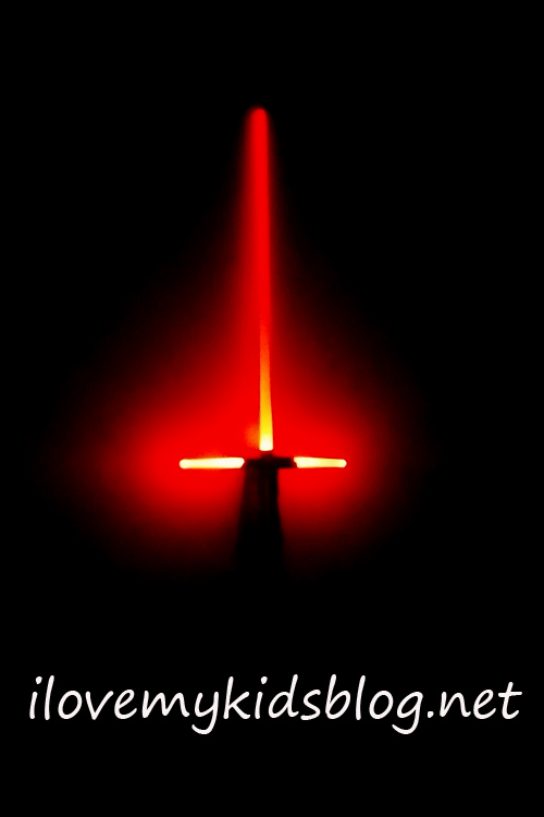starwars-kylo-ren-lightsaber-night-light-makes-you-feel-like-you-really-have-the-power-of-kylo-ren