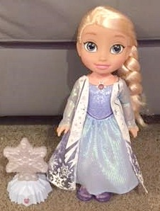 elsa-doll-and-night-light