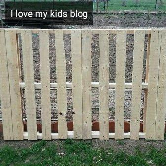 Wood pallet bike rack