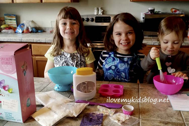 Real Cooking Ultimate Baking Starter Set teaches cooking for even the youngest kiddo
