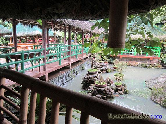 Floating Restaurant: Kamayan sa Palaisdaan